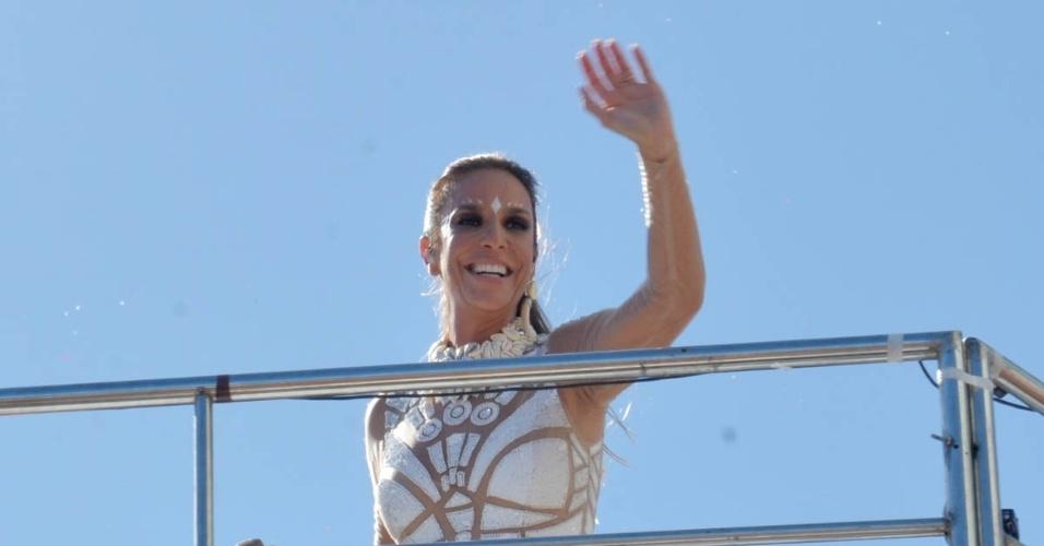 """6.fev.2016 - Vestida de guerreira, Ivete Sangalo chamou atenção dos fãs para sua boa forma: """"Eu estou linda, agora eu estou. Antes não estava, não. Mas você sabe como funciona isso de autoestima, né?"""", brincou"""