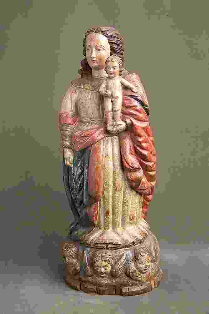 """Nossa Senhora do Rosário, século 17, madeira policromada. Mestre do """"Cabelinho em Xadrez"""" - Divulgação"""