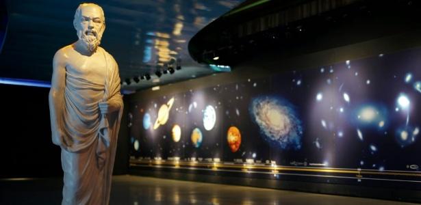 Sócrates dá as boas-vindas no Parque da Ciência Newton Freire Maia, no pavilhão com o tema Universo - Divulgação/Parque da Ciência