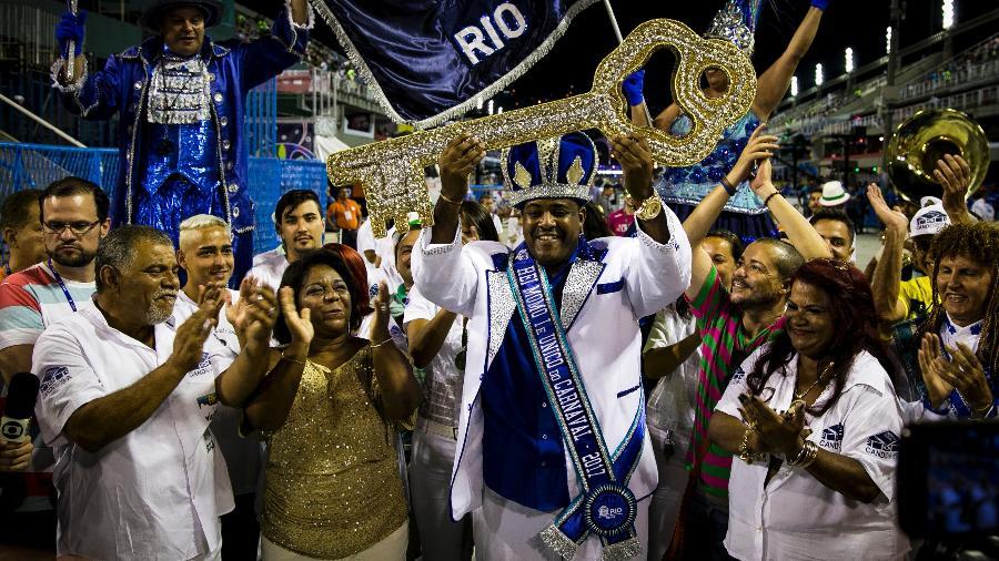 Secretária de Cultura do Rio de Janeiro Nilcemar Nogueira entrega as chaves da cidade ao Rei Momo Fábio Damião - André Horta/Fotoarena/Estadão Conteúdo
