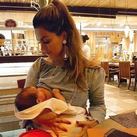 """Kelly Key aparece amamentando o filho, Artur; no programa """"Gugu"""" ela rebate as críticas que recebeu - Reprodução/Instagram"""