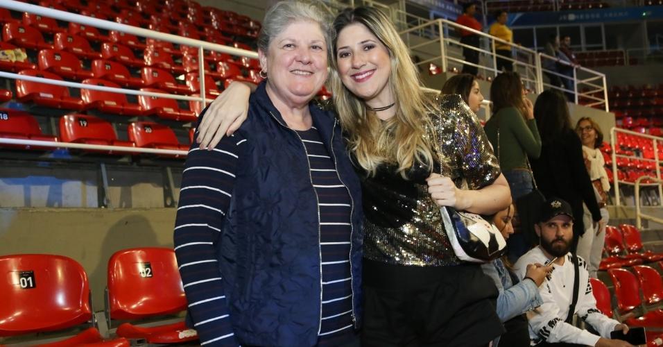 Dani Calabresa vai com a mãe a espetáculo da Disney no Rio de Janeiro