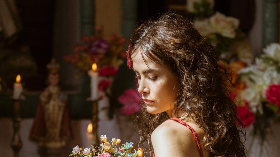 """Casadevall diz que evita fazer planos a longo prazo nem sonha com casamento. Ela também entrega que nunca teve uma ideia romântica de vocação materna: """"Hoje o pensamento é se acontecer vai ser um milagre e muito bem-vindo"""" - Divulgação/TV Globo/Mauricio Fidalgo"""