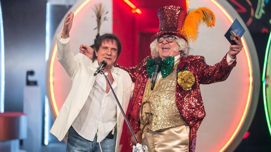 O rei Roberto Carlos ao lado do Chacrinha (Stepan Nercessian) - Divulgação