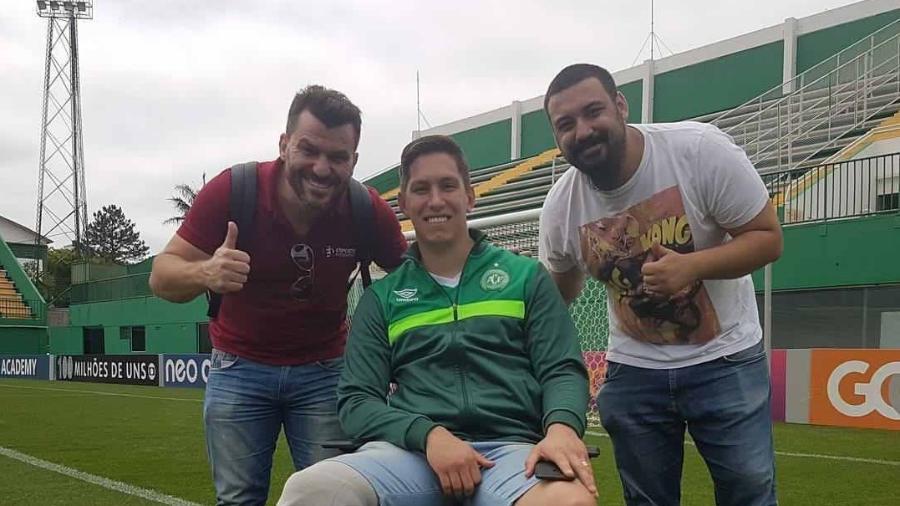 Caio Cruz, Jakson Folmann e Giovane Martinelo nos bastidores de gravações - Divulgação