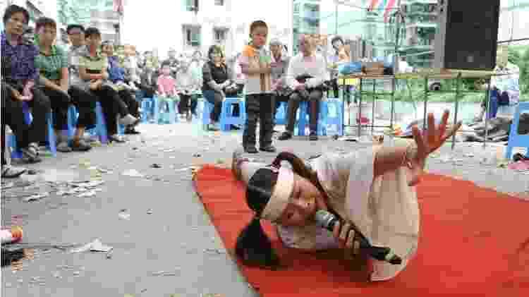 A contratação de artistas profissionais para atuar em funerais é uma prática difundida na China - Getty Images - Getty Images