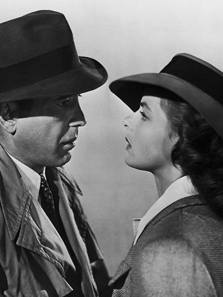 """Ingrid Bergman e Humphrey Bogart em cena em """"Casablanca"""" (1942) - Divulgação"""