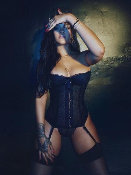 Rihanna posa para sua linha de lingerie - Reprodução Instagram