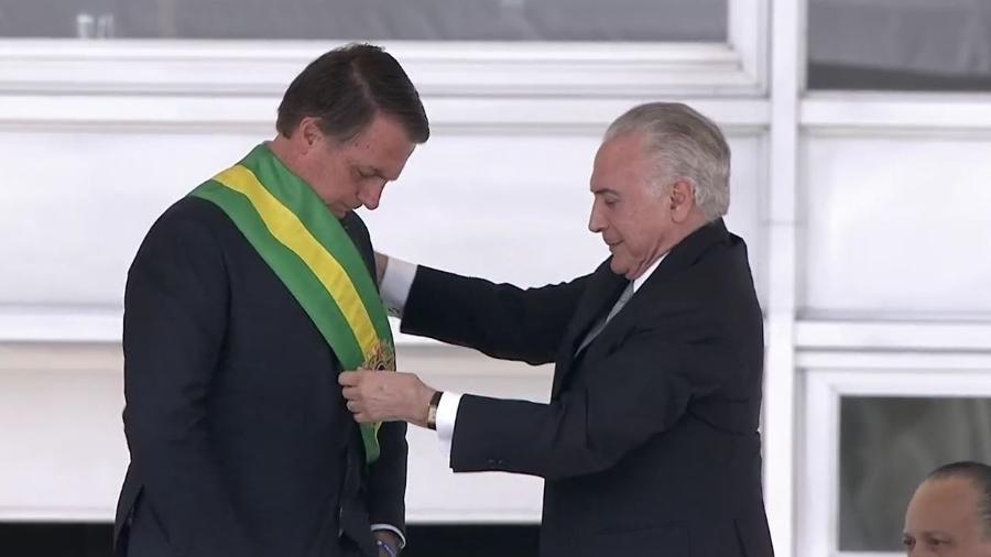 Michel Temer ao passar a faixa presidencial para Jair Bolsonaro - Reprodução