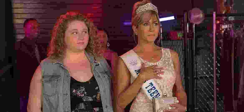 "Danielle Macdonald e Jennifer Aniston em ""Dumplin"""" - Divulgação/IMDb"