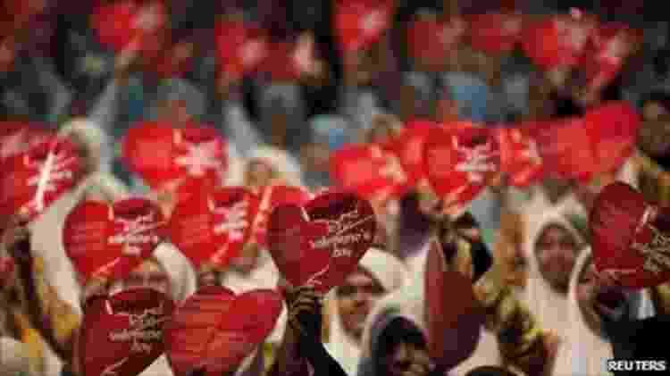 Dia de São Valentim é famoso até mesmo em alguns países muçulmanos - onde gera polêmica e protestos, muitas vezes - Reuters - Reuters