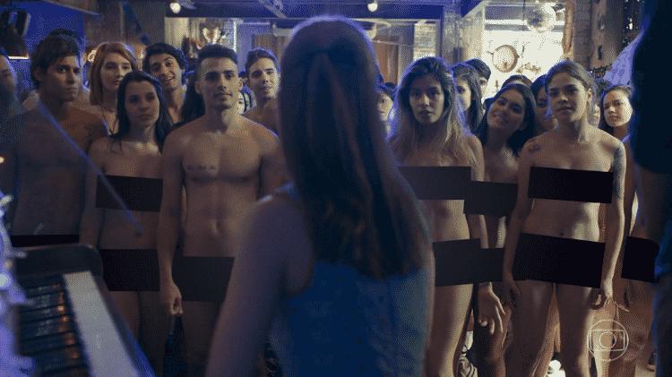 """Cena de """"Malhação - Viva a Diferença"""" em que Benê (Daphne Bozaski) imagina todo mundo nu - Reprodução/Globo - Reprodução/Globo"""