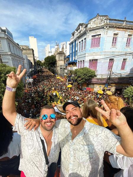 Tiago Abravanel e o marido, Fernando Poli - Reprodução/Instagram @tjamaoficial