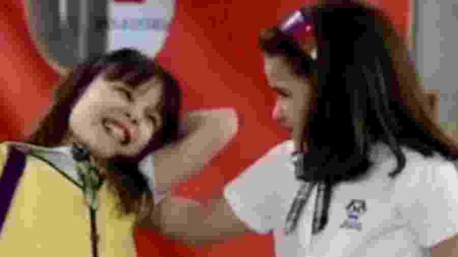 """Cena da novela """"Carrossel"""", de 2012; cena foi relembrada devido ao meme de duas irmãs brigando - Reprodução/Twitter"""