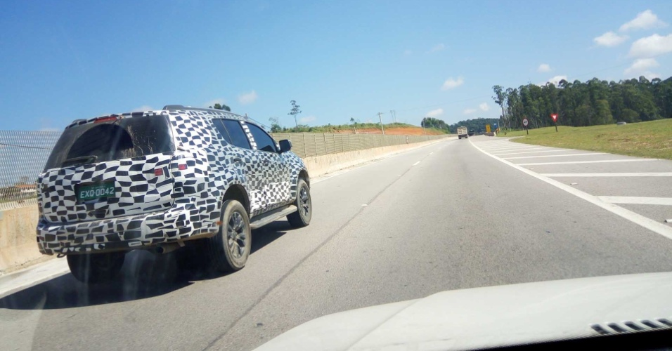 Flagra de Chevrolet Trailblazer reestilizada