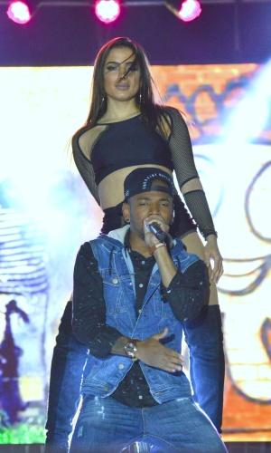29.jul.2016 - A cantora carioca Anitta rebolou muito durante o show que fez show junto com o Nego do Borel na madrugada desta sexta-feira em Brasília