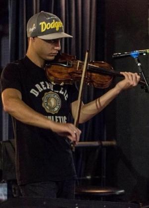 Alexander Russo se apresenta em igreja - Cammy Moreno/Bola de Neve Campinas/Reprodução