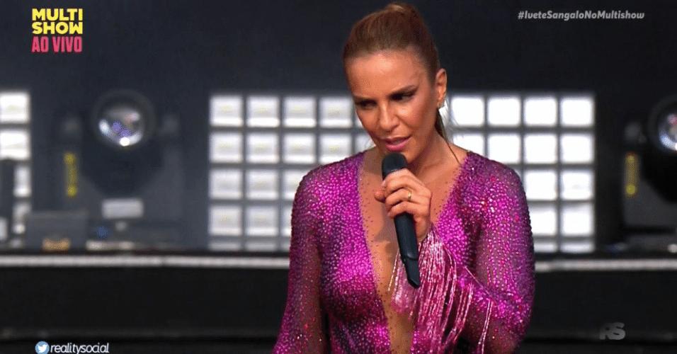 18.set.2019 - Ivete Sangalo interrompe show e pede que grávida desça da