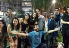 Grupo cria perfil coletivo no Tinder para fazer amigos - Reprodução/Facebook