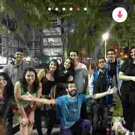 Grupo cria perfil coletivo no Tinder para fazer amizades - Reprodução/Facebook