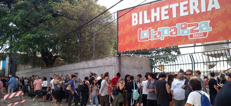 Público faz fila para entrar no Lollapalooza 2017 - Renato Nogueira/UOL
