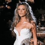 A ex-Spice nunca abandonou também os looks brancos. Os modelos passaram por transformações, mas sempre estiveram presentes no estilo de Victoria - Getty Images/Montagem/UOL