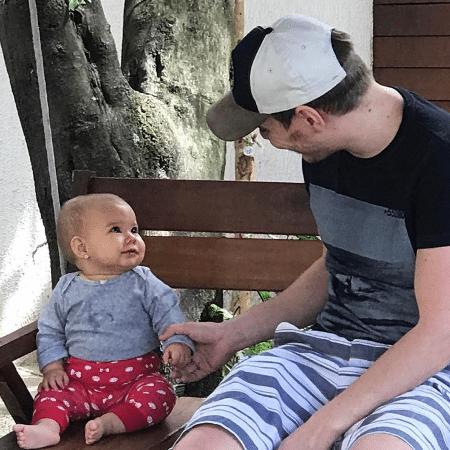 """Michel Teló compartilha foto com a filha e diz: """"Amor Puro"""" - Reprodução/Instagram/micheltelo"""