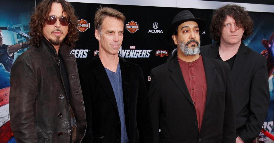 """Chris Cornell com os colegas da banda Soundgarden durante a pré-estreia de """"Vingadores"""" em 2012"""