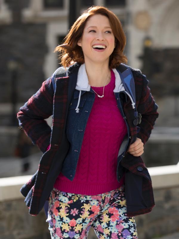 """Kimmy (Ellie Kemper) vai para a faculdade na terceira temporada de """"Unbreakable Kimmy Schimmdt"""", já disponível na Netflix"""