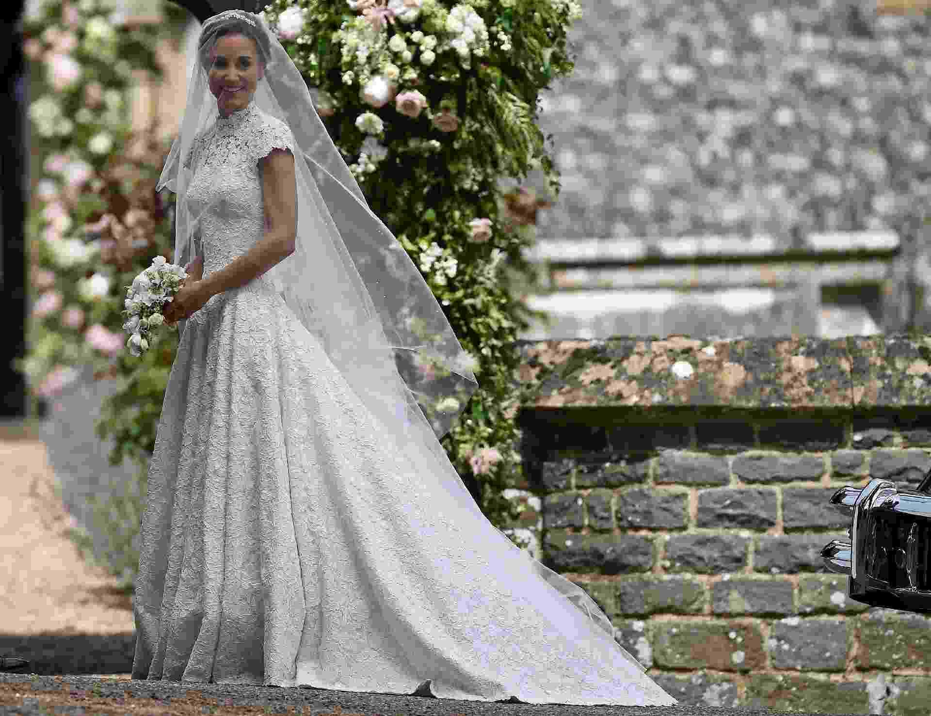 Pippa Middleton chega para o seu casamento com James Matthews na igreja de St. Mark'sem Englefield, o condado de Berkshire - Reuters