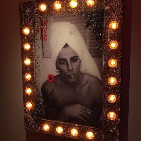 Quadro com a foto de Bruno Gagliasso retratado como trans em exposição de Gian Luca Ewbank - Reprodução/Instagram/@brunogagliasso