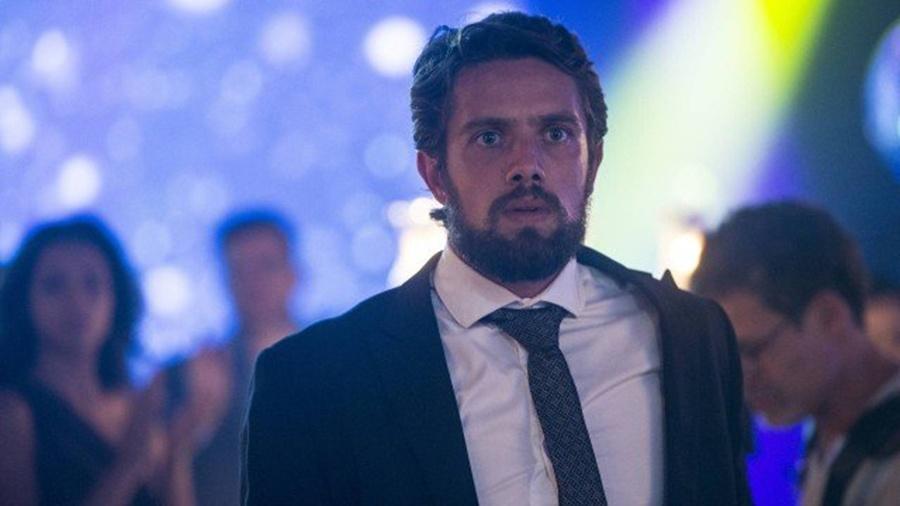 Renato foi desmascarado por Clara no dia do casamento - Reprodução/TV Globo