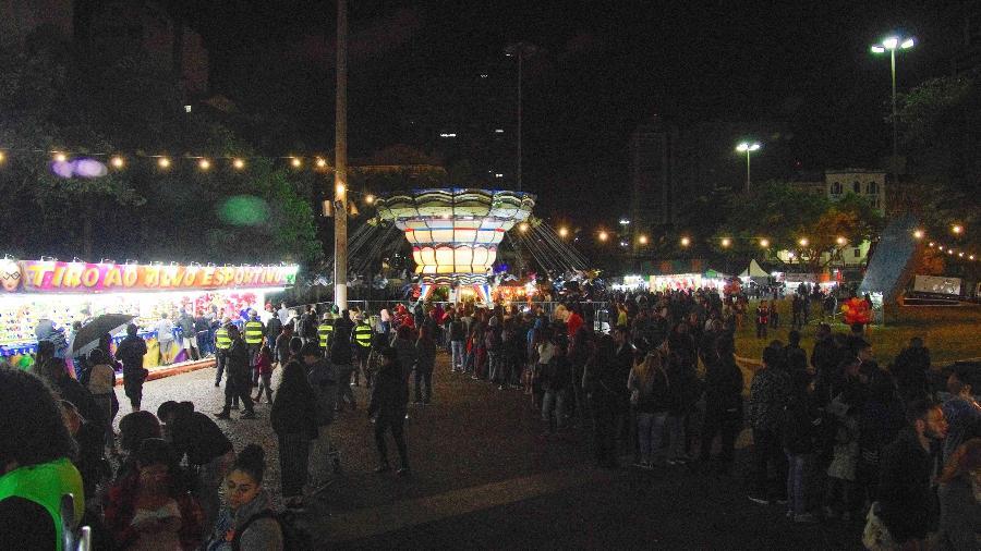 Público se movimenta no Parque de Diversões montado no Anhangabaú, durante a Virada Cultural de 2018, na região central de São Paulo - Roberto Sungi / Futura Press/ Folhapress