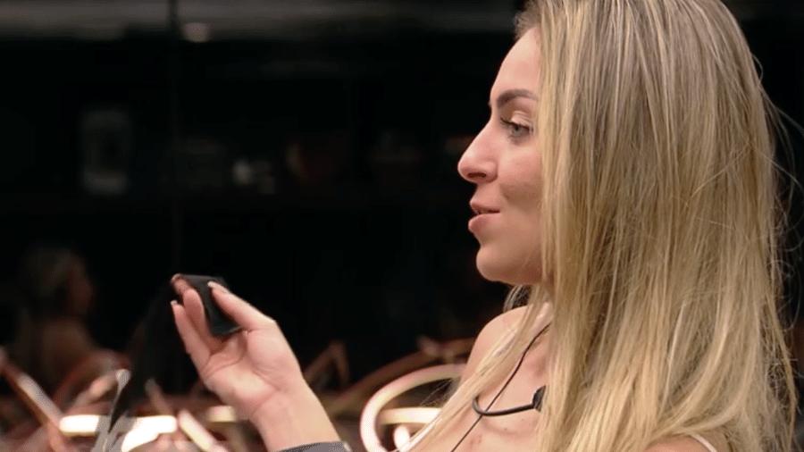 """Paula elogia Alan em conversa com Hana no """"BBB19"""" - Reprodução/Gshow"""