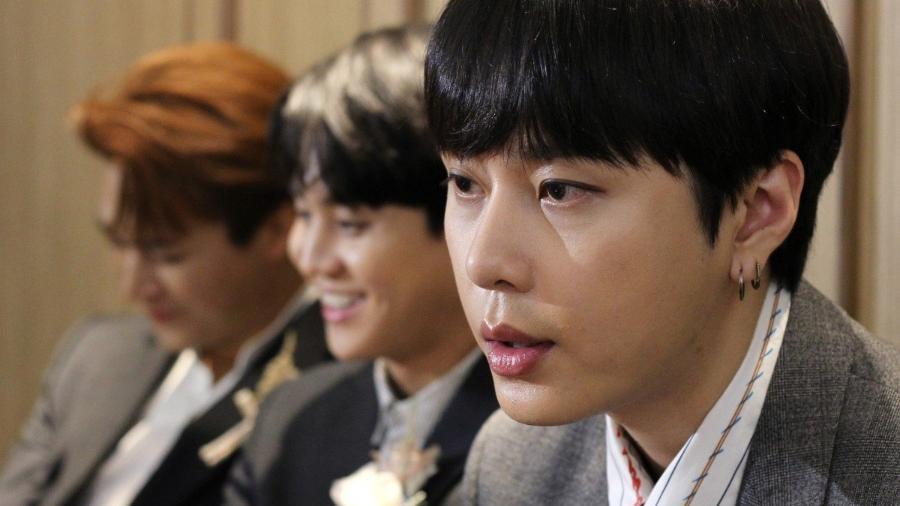 Yong Jun-hyung do grupo Highlight  - Roy Issa