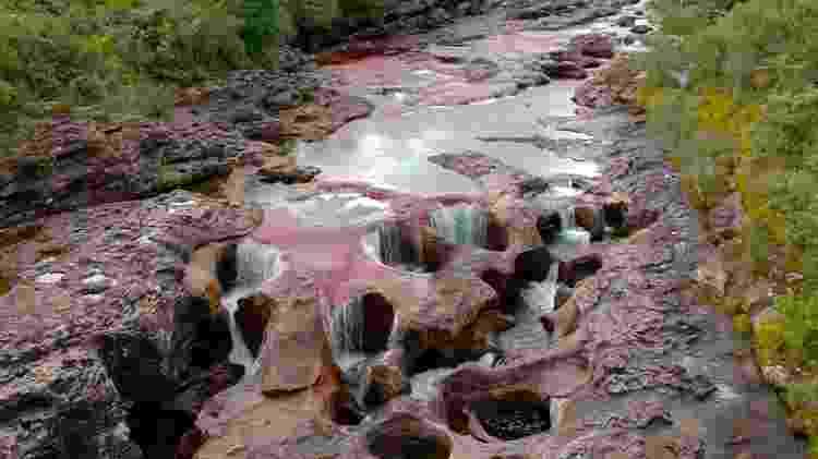 Imagem área do Caño Cristales mostra a surpreendente visão do curso d'água - Reprodução/BBC - Reprodução/BBC