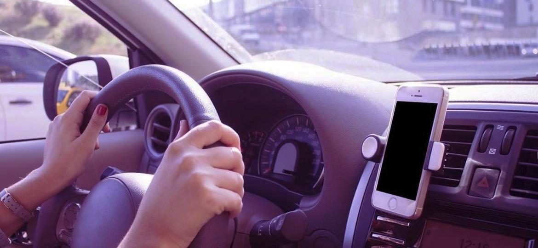 Celular e seus sensores pode monitorar localização e estilo de condução - Divulgação