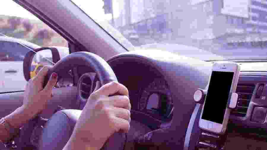 aplicativo seguro mais barato celular no suporte carro veículo automóvel - Divulgação