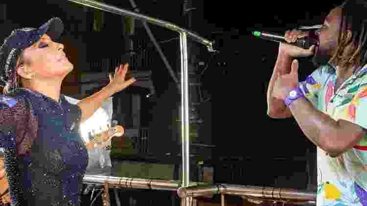 Clóvis Pinho cantando com Claudia Leitte, no Carnaval de Salvador - Reprodução/ Instagram - Reprodução/ Instagram