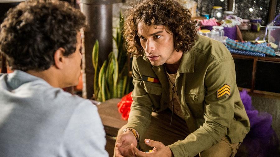 Tato (Matheus Abreu) conversa com Deco (Pablo Morais) - Globo/Raquel Cunha