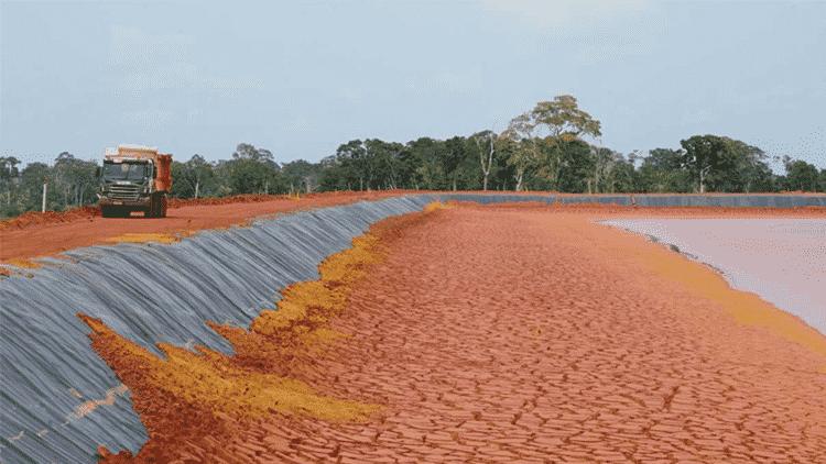 """Mesmo classificadas como de """"baixo risco"""" pelo governo, oito barragens de rejeitos da Alcoa são motivo de preocupação e tensão entre os moradores de Juruti - Thaís Borges - Thaís Borges"""