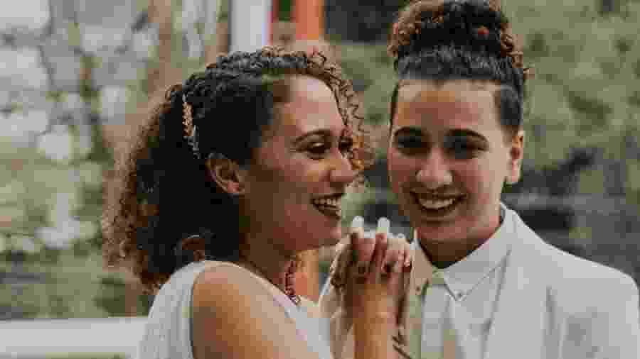 Mariana Setti, de 28 anos, e Mariana Tozzi, de 27 anos, em seu casamento, em junho de 2018 - Arquivo pessoal