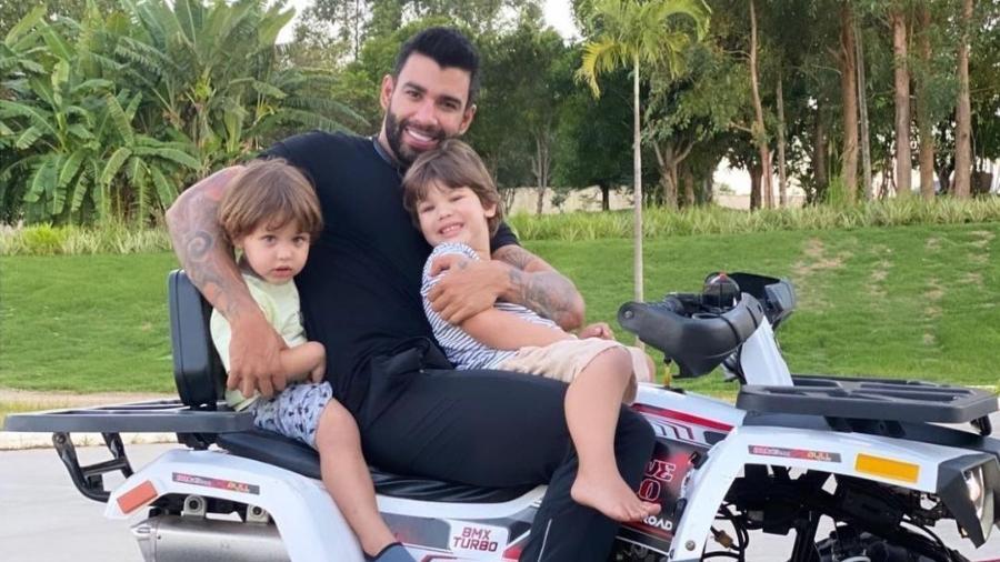 Gusttavo Lima com os filhos Gabriel e Samuel - Reprodução/Instagram @gusttavolima