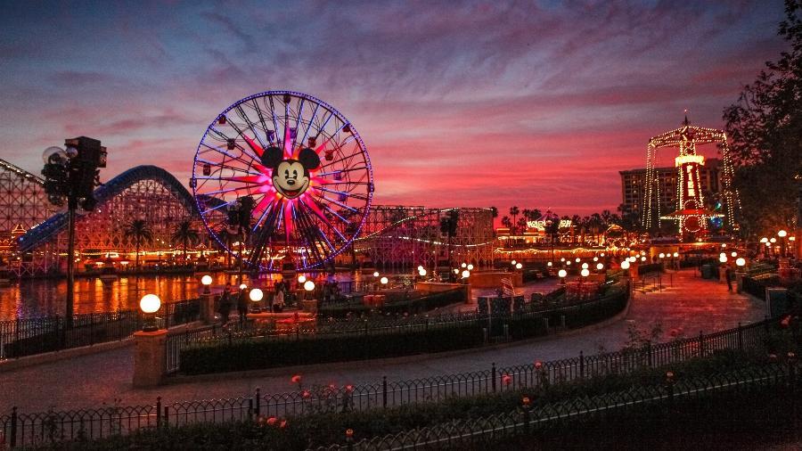 California Adventure no pôr-do-sol - Getty Images