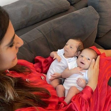 Andréia Sadi com os filhos gêmeos Pedro e João - Reprodução / Instagram
