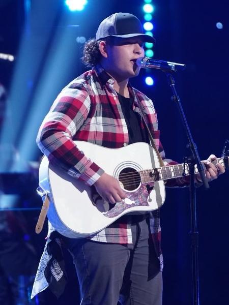 """Caleb Kennedy durante apresentação no """"American Idol"""" - Reprodução/Instagram"""
