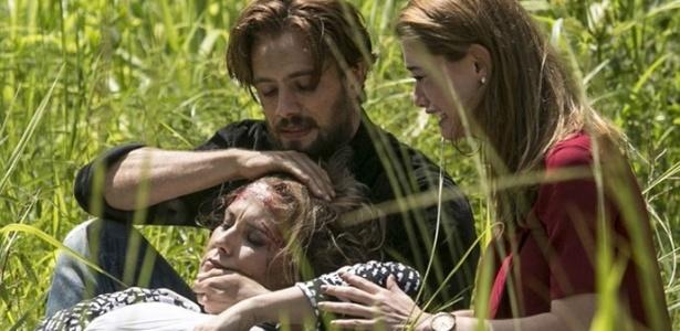 Emília é resgatada por Felipe e Lívia - Reprodução/Além do Tempo/Gshow
