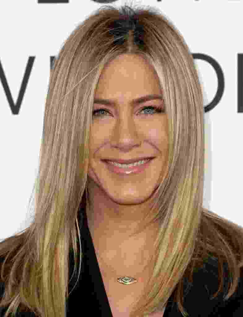 Jennifer Aniston é uma das famosas que não dispensa a suavidade do batom nude - Getty Images