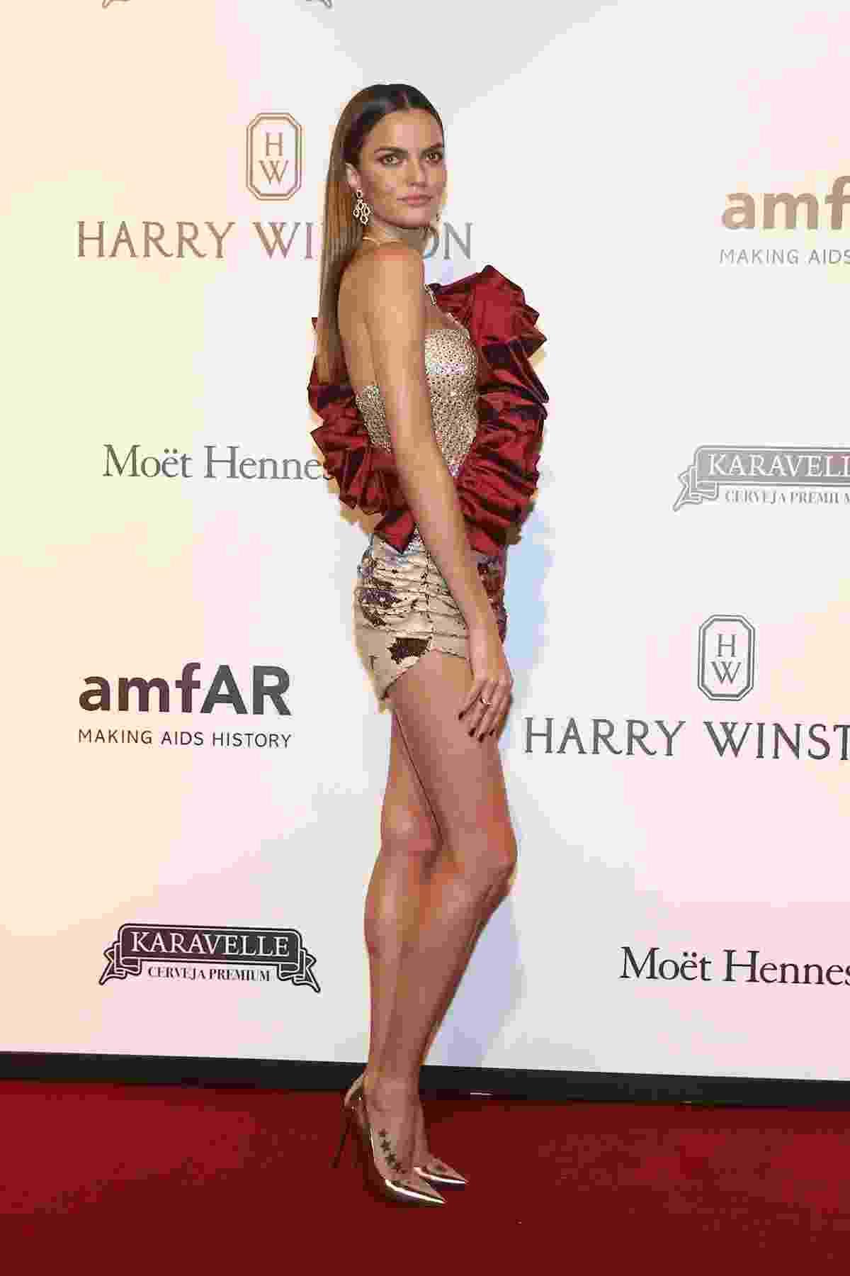 27.abr.2017 - A top model Bárbara Fialho, angel da Victoria's Secret, no baile de gala beneficente da amfAR, em São Paulo - Manuela Scarpa e Iwi Onodera/Brazil News