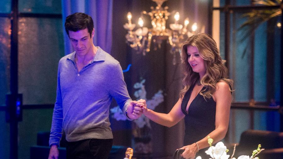 Eric (Mateus Solano) convida Maria Pia (Mariana Santos) para um jantar romântico no Carioca Palace - Divulgalção/TV Globo/João Cotta